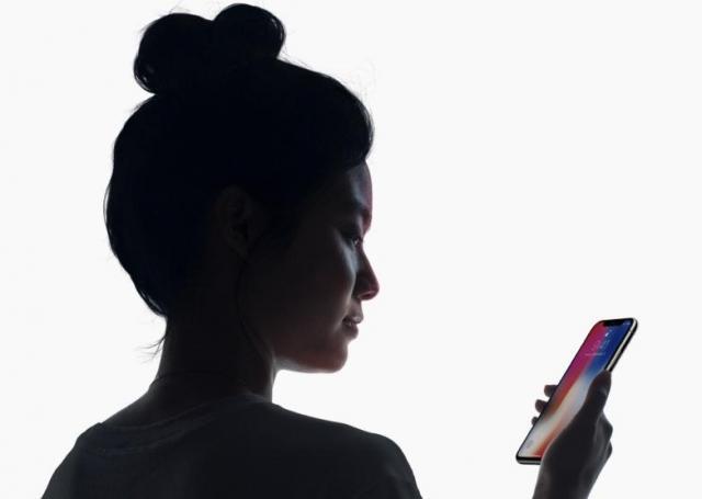 iphone-x-face-id.thumb.jpg.b1bd5bce72f606abf68a8f8b63bcd351.jpg