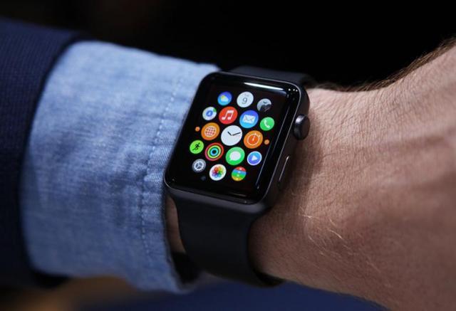 bgr-iphone-smartwatch-apple-watch.thumb.jpg.5b7802d1bc38158bc5e98499a12fe194.jpg